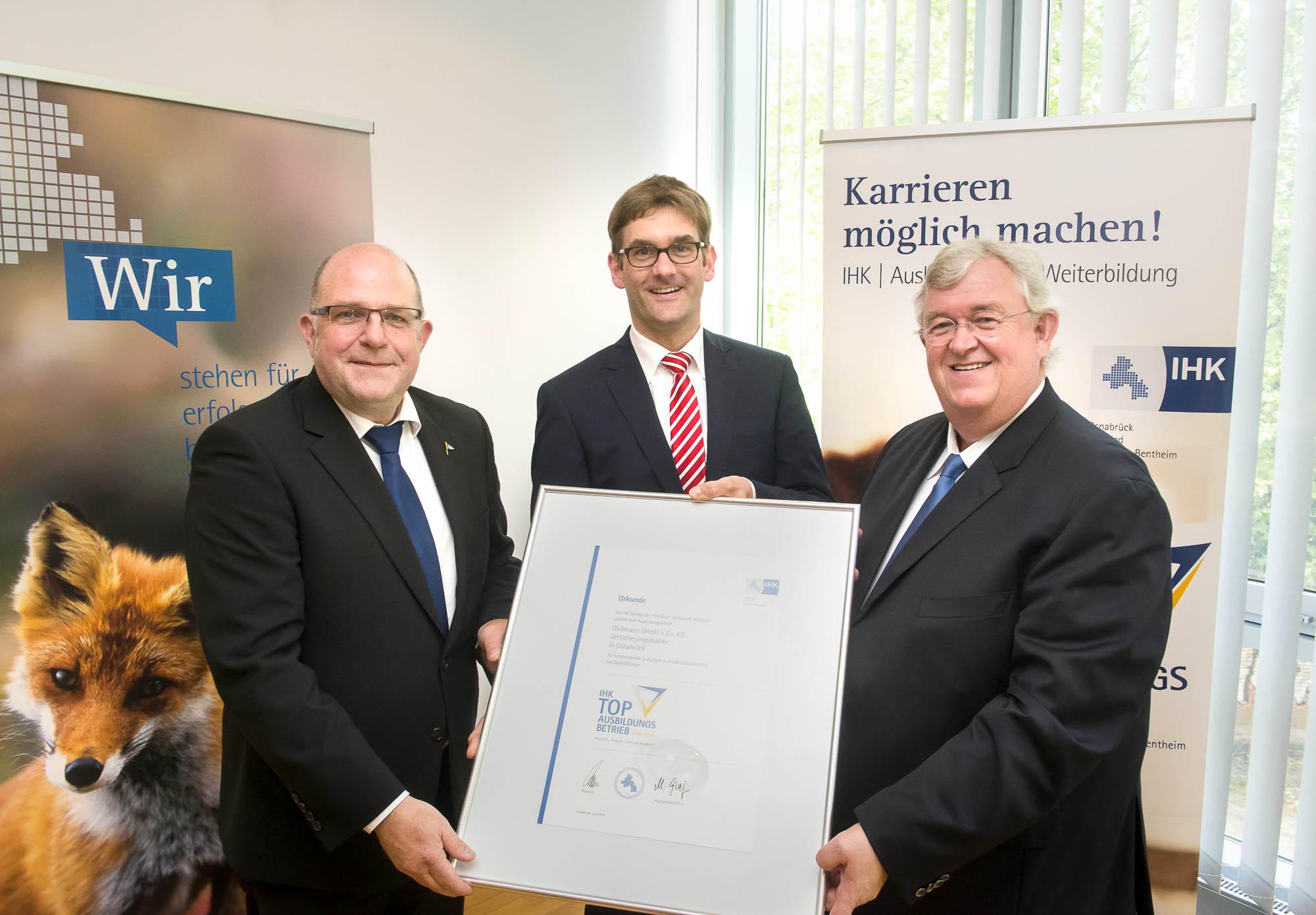 Martin Schlichter, IHK President, Bodo Gußmann and Jörg Holtgrefe, Gußmann GmbH + Co. KG (from right).